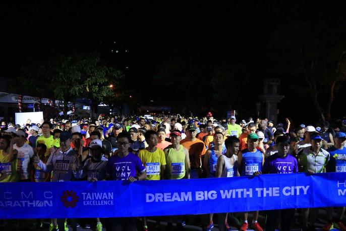 Choáng ngợp với 8.000 VĐV ở Giải Marathon TP HCM 2018 - Ảnh 12.