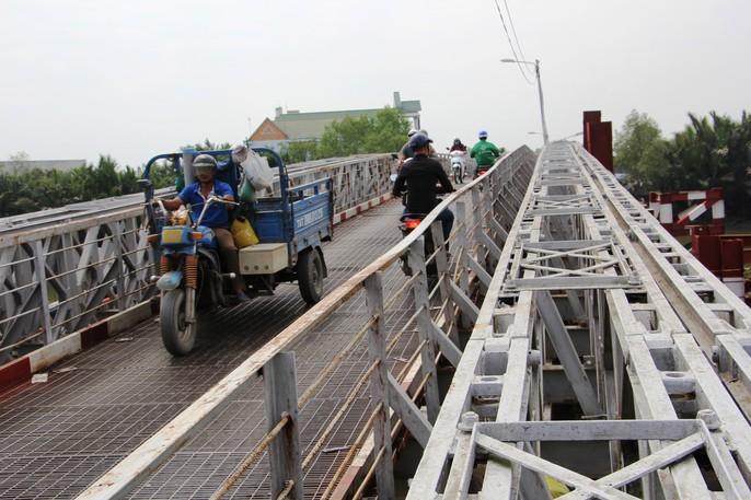 Cận cảnh chiếc xe ben làm sập cầu Long Kiển - Ảnh 4.