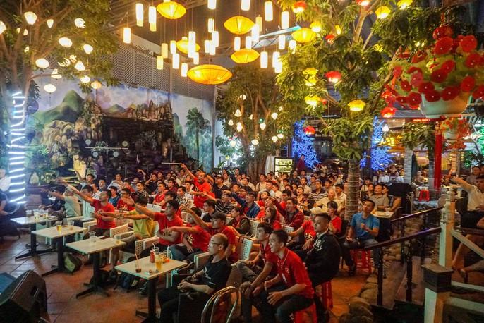 CĐV ở quê nhà nức lòng vì U23 Việt Nam - Ảnh 5.
