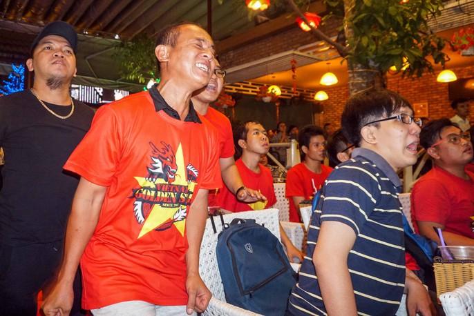 CĐV ở quê nhà nức lòng vì U23 Việt Nam - Ảnh 6.