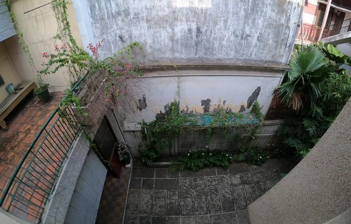 Cận cảnh biệt thự cũ giá triệu USD bỏ hoang giữa trung tâm TP HCM - Ảnh 8.