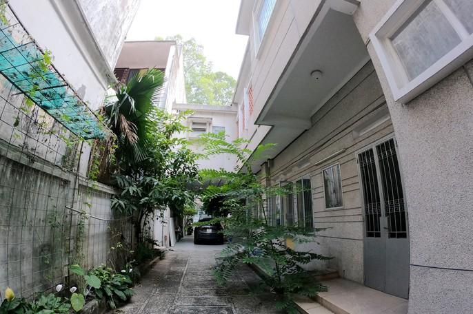 Cận cảnh biệt thự cũ giá triệu USD bỏ hoang giữa trung tâm TP HCM - Ảnh 2.