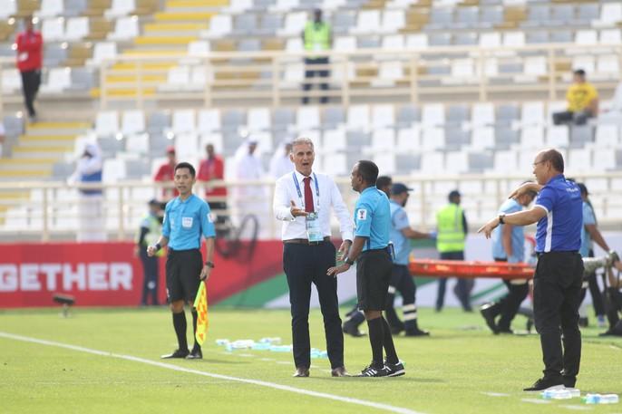Clip: Công Phượng bỏ lỡ cơ hội đẹp, Việt Nam thua Iran 0-2 - Ảnh 5.