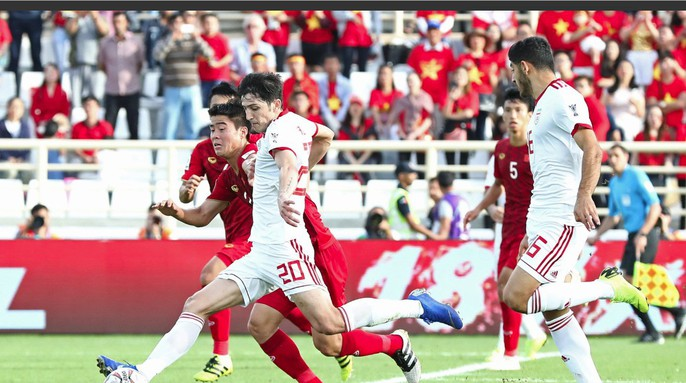 Clip: Công Phượng bỏ lỡ cơ hội đẹp, Việt Nam thua Iran 0-2 - Ảnh 9.