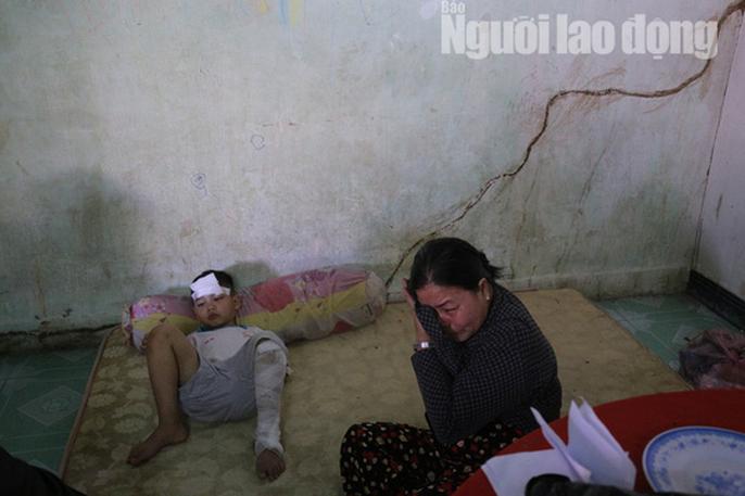 Vợ chồng chết dưới bánh container, 3 trẻ chơi vơi trong đêm đầu thiếu hơi cha mẹ - Ảnh 6.