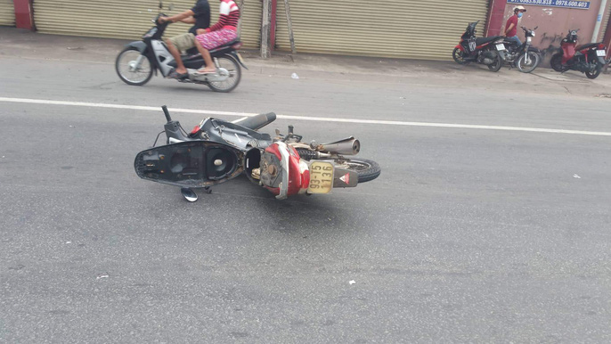 Tông xe máy vào gốc cây, cô gái chết tại chỗ - Ảnh 4.