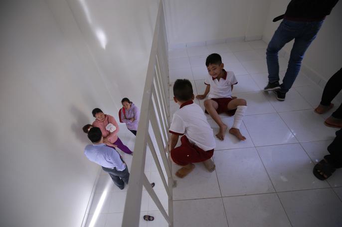 3 bé có cha mẹ chết dưới bánh container được tặng 2 căn hộ - Ảnh 20.