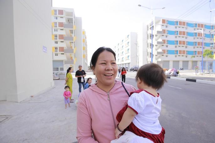3 bé có cha mẹ chết dưới bánh container được tặng 2 căn hộ - Ảnh 26.