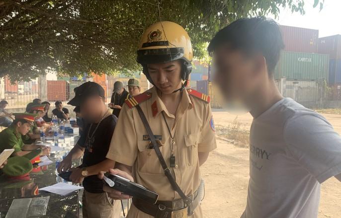 2 tài xế dương tính với ma túy chạy xe container trên đường Nguyễn Văn Linh - Ảnh 3.