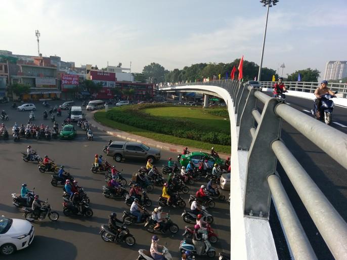 Cận cảnh những công trình mở lối giao thông tại TP HCM - Ảnh 9.