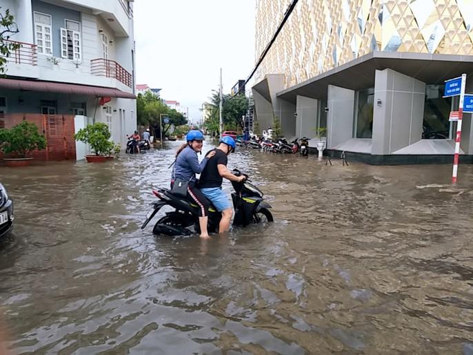 Bạc Liêu, Cà Mau ngập kỷ lục do ảnh hưởng bão số 1 - Ảnh 14.