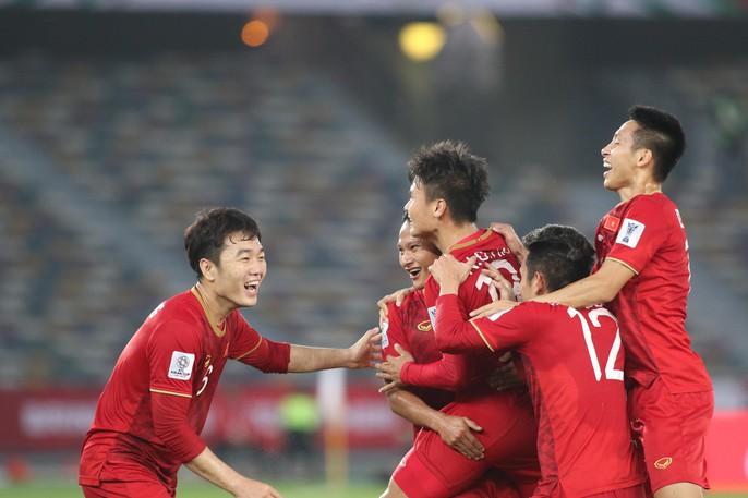 Việt Nam - Iraq 2-3: Thua ngược bởi sức vóc và bóng chết - Ảnh 6.