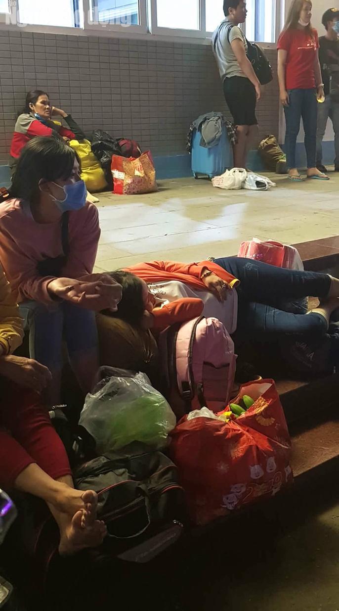 Kẹt xe cầu Mỹ Thuận gây khốn khổ cho khách ở... bến xe Cần Thơ - Ảnh 2.