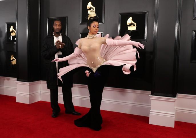 """Ngắm mỹ nhân """"chiếm sóng"""" thảm đỏ Grammy 2019 - Ảnh 2."""