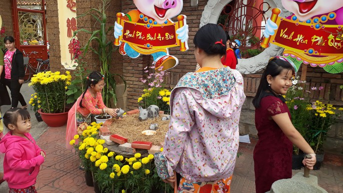 Khách du Xuân lạ mắt trước các ngôi chùa có các tiểu cảnh để chụp ảnh - Ảnh 3.