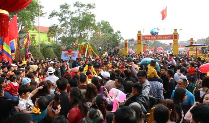 """Độc đáo nghi lễ rước """"cụ sống"""" ở Quảng Ninh - Ảnh 1."""