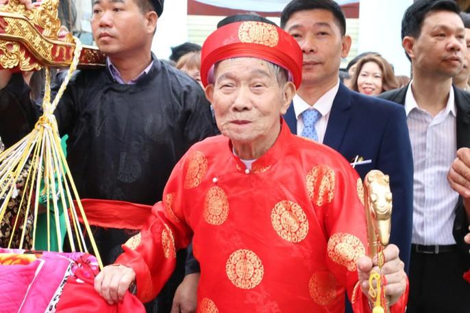 """Độc đáo nghi lễ rước """"cụ sống"""" ở Quảng Ninh - Ảnh 2."""