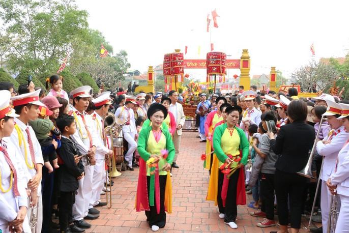 """Độc đáo nghi lễ rước """"cụ sống"""" ở Quảng Ninh - Ảnh 3."""