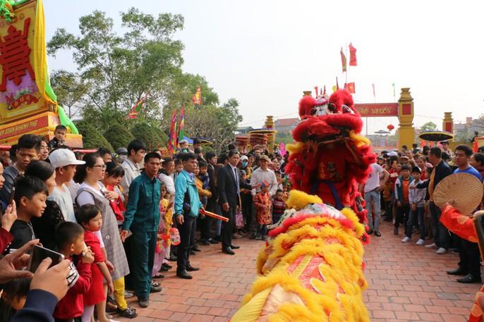"""Độc đáo nghi lễ rước """"cụ sống"""" ở Quảng Ninh - Ảnh 4."""