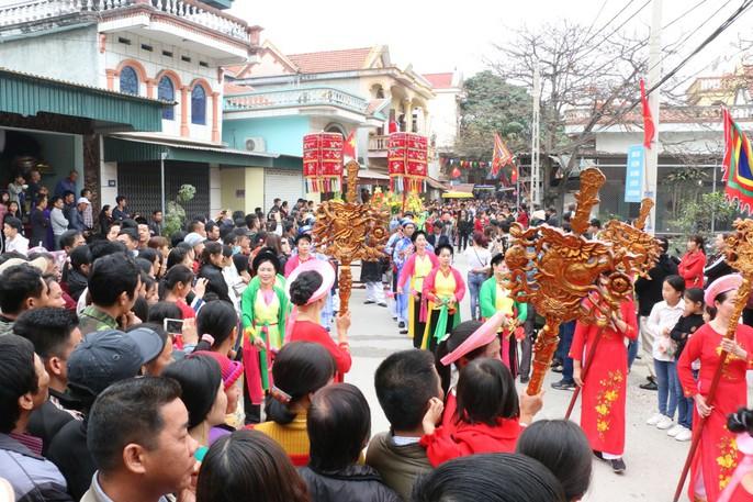 """Độc đáo nghi lễ rước """"cụ sống"""" ở Quảng Ninh - Ảnh 5."""
