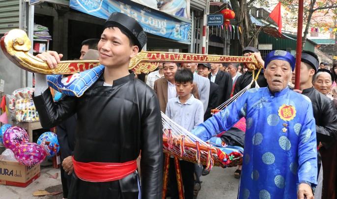 """Độc đáo nghi lễ rước """"cụ sống"""" ở Quảng Ninh - Ảnh 7."""