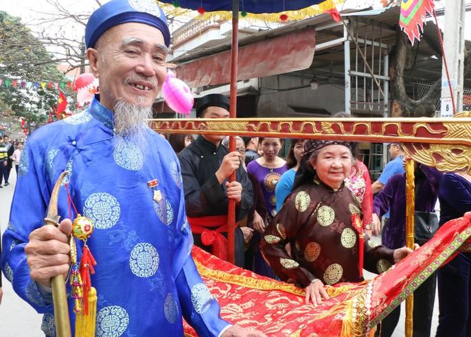 """Độc đáo nghi lễ rước """"cụ sống"""" ở Quảng Ninh - Ảnh 6."""