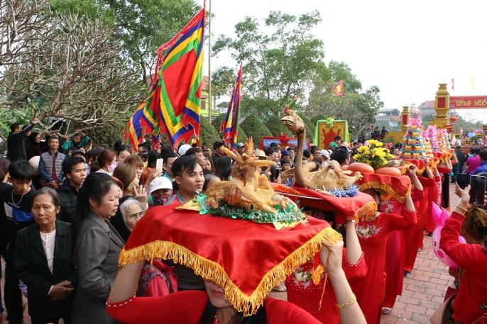 """Độc đáo nghi lễ rước """"cụ sống"""" ở Quảng Ninh - Ảnh 9."""