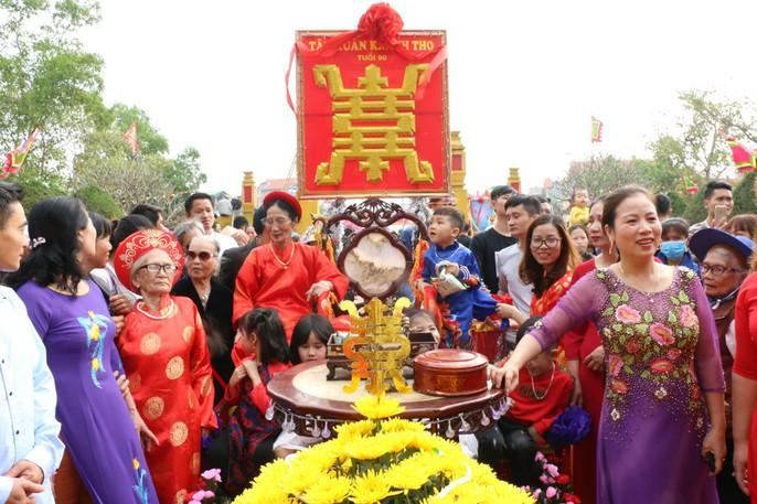 """Độc đáo nghi lễ rước """"cụ sống"""" ở Quảng Ninh - Ảnh 11."""