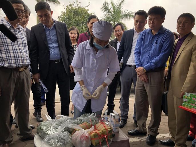 Kiểm tra an toàn thực phẩm tại đền Trần trước lễ khai ấn - Ảnh 23.