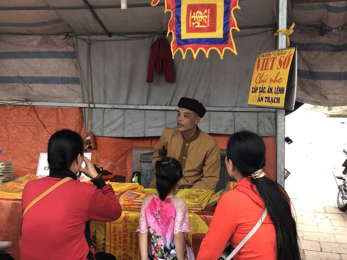 Kiểm tra an toàn thực phẩm tại đền Trần trước lễ khai ấn - Ảnh 9.