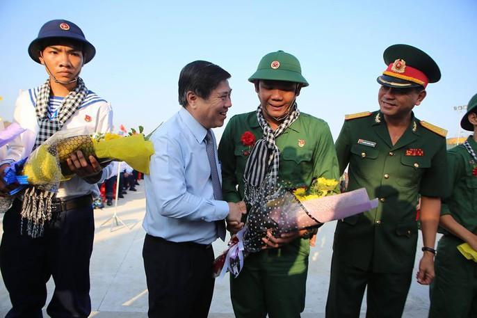 TP HCM rộn ràng ngày hội tòng quân - Ảnh 2.