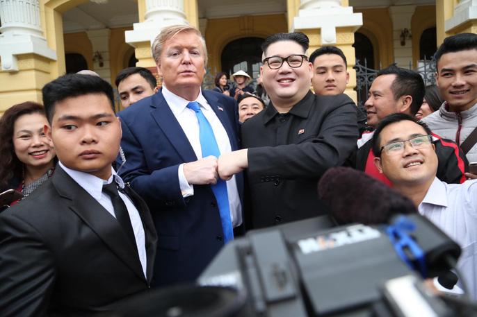 Bản sao Donald Trump và Kim Jong-un bất ngờ cùng nhau bước vào khách sạn Metropole - Ảnh 5.