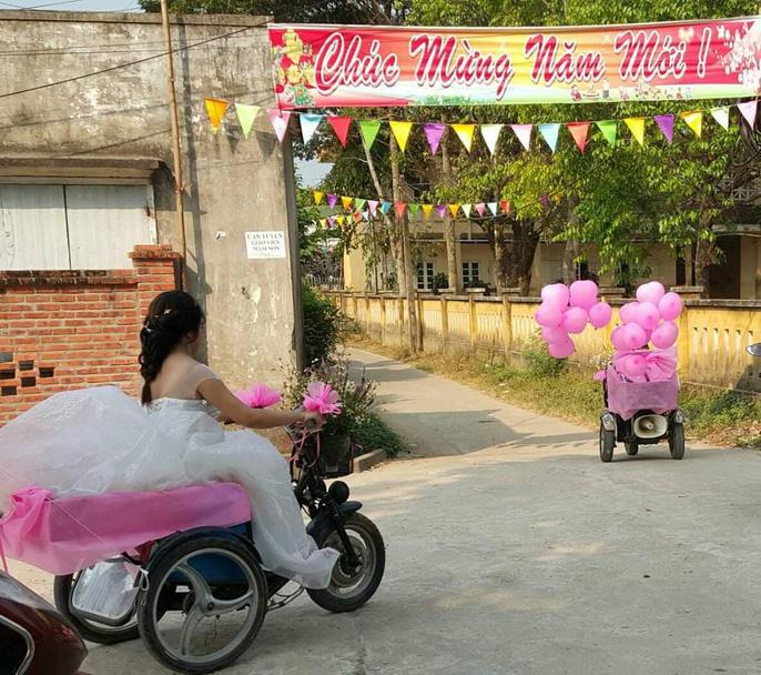 Lễ cưới trên xe lăn lay động hàng triệu trái tim - Ảnh 6.