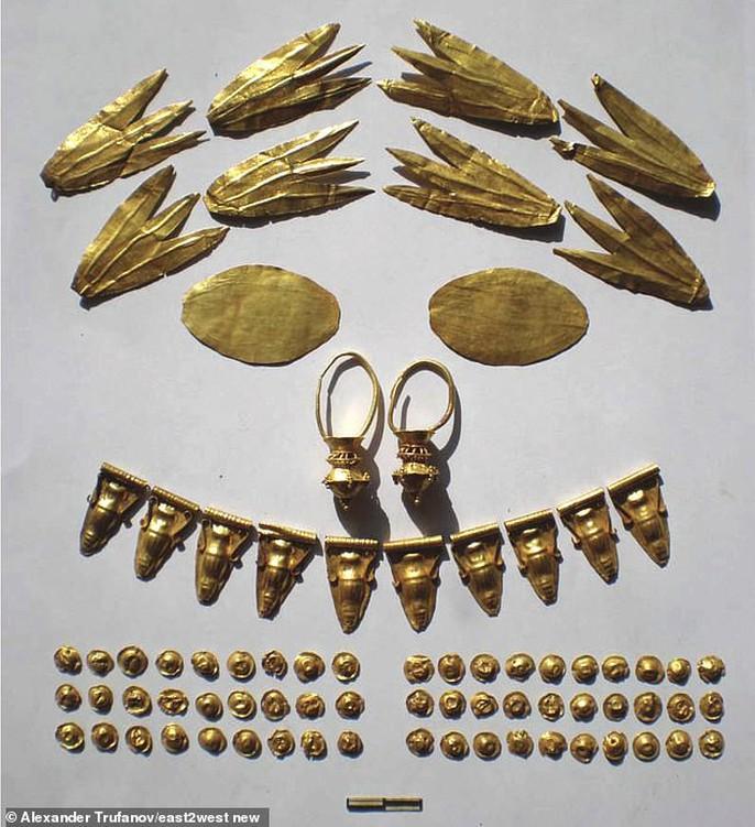 Công chúa Biển Đen ngủ trong mộ cổ đầy châu báu - Ảnh 6.