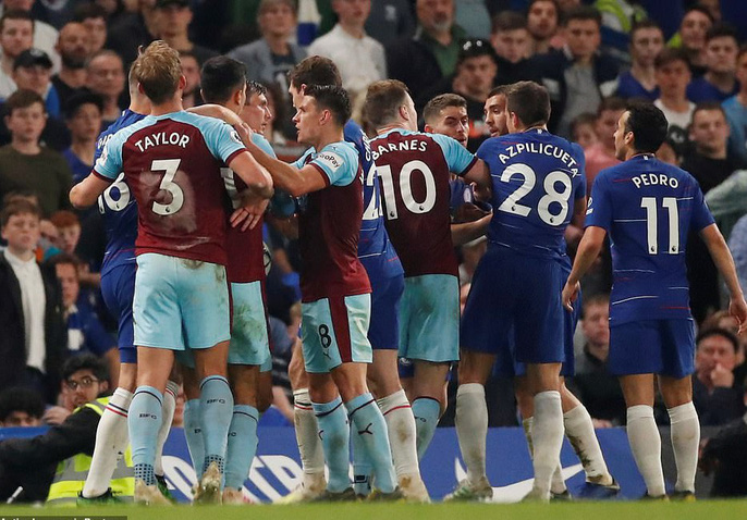 HLV Sarri bị đuổi, Chelsea vuột chiến thắng trước Burnley - Ảnh 7.