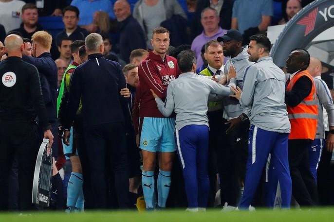 HLV Sarri bị đuổi, Chelsea vuột chiến thắng trước Burnley - Ảnh 6.
