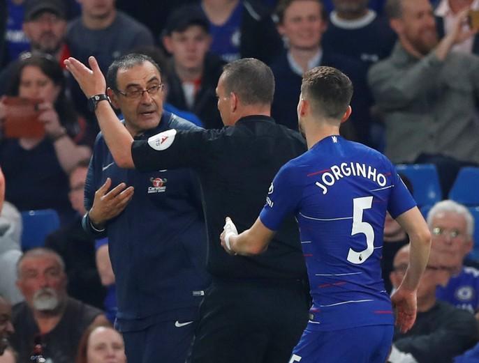 HLV Sarri bị đuổi, Chelsea vuột chiến thắng trước Burnley - Ảnh 3.