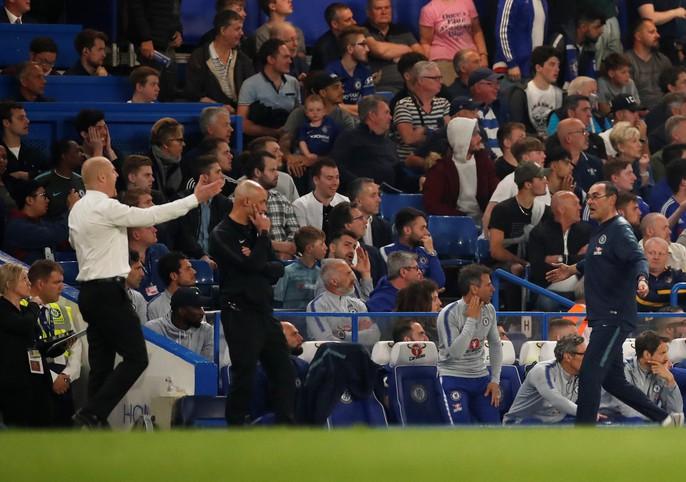HLV Sarri bị đuổi, Chelsea vuột chiến thắng trước Burnley - Ảnh 2.
