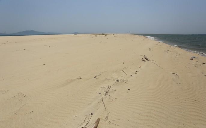 Đảo khủng long ở Cửa Đại tiếp tục rộng ra, bồi về 3 hướng - Ảnh 6.