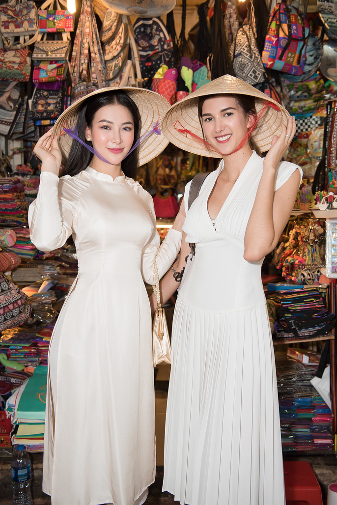 Hoa hậu và Á hậu Trái Đất đi chợ Bến Thành - Ảnh 9.