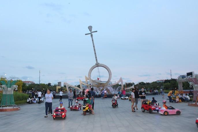 Chiêm ngưỡng những công trình kỷ lục Việt Nam tại quảng trường lớn nhất ĐBSCL - Ảnh 16.