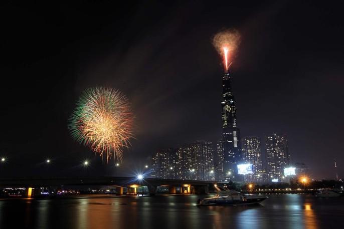 Mãn nhãn với màn pháo hoa chào mừng ngày thống nhất đất nước 30-4 - Ảnh 14.