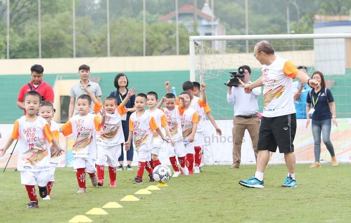 HLV Park Hang-seo gieo mơ ước cho cầu thủ nhí Việt Nam - Ảnh 3.