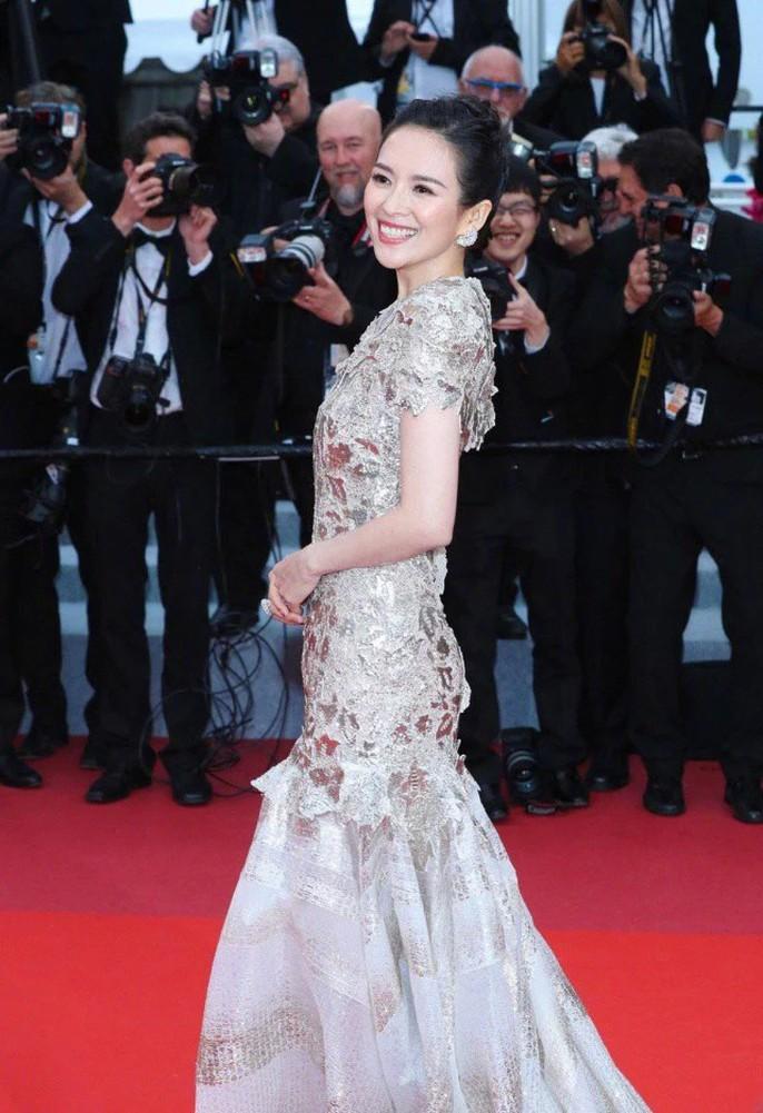 Chương Tử Di cuốn hút trên thảm đỏ Cannes 2019 - Ảnh 1.