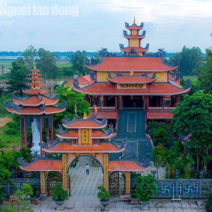 Chiêm ngưỡng ngôi chùa vùng biên giới có tượng Phật cao nhất miền Tây - Ảnh 1.