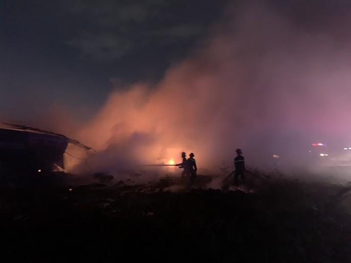 Cháy dữ dội kho phế liệu sát khu trọ công nhân ở Bình Dương - Ảnh 5.