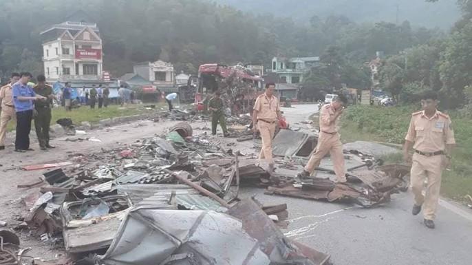 Tai nạn kinh hoàng giữa xe khách và xe tải, 3 người chết, 38 người bị thương - Ảnh 5.