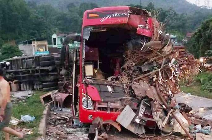 Tai nạn kinh hoàng giữa xe khách và xe tải, 3 người chết, 38 người bị thương - Ảnh 4.