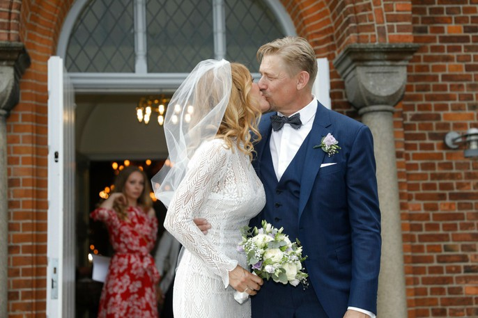 Huyền thoại sống Peter Schmeichel cưới cựu người mẫu Playboy - Ảnh 4.