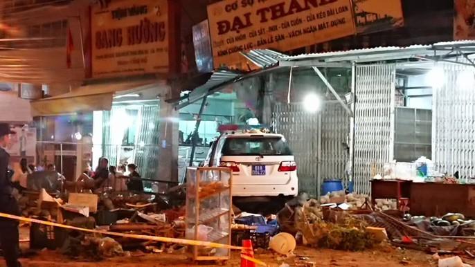 Xe CSGT tông vào tiệm vàng, 1 người tử vong - Ảnh 6.